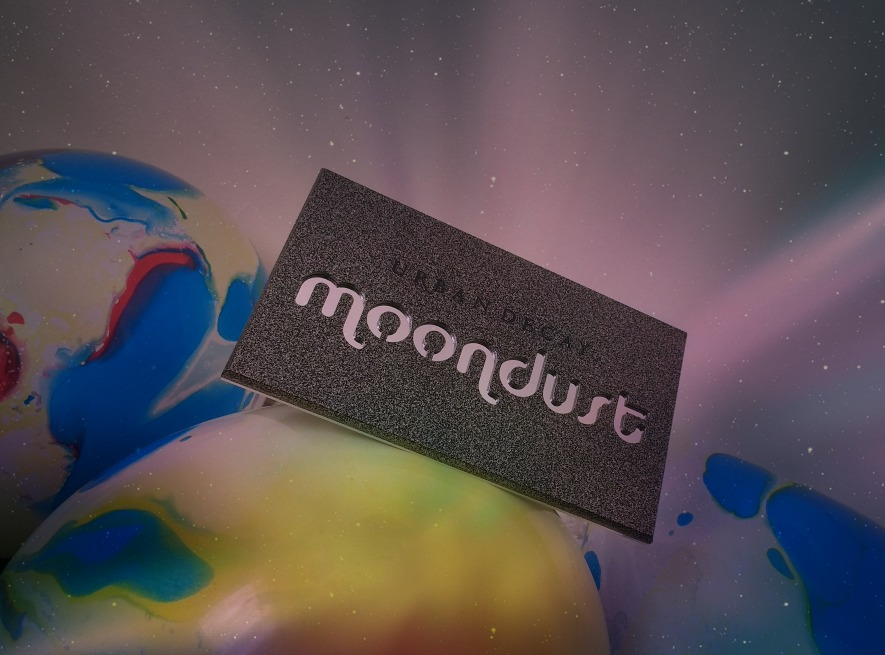 Glorious Glitter with Urban Decay's Moondust eyeshadow palette